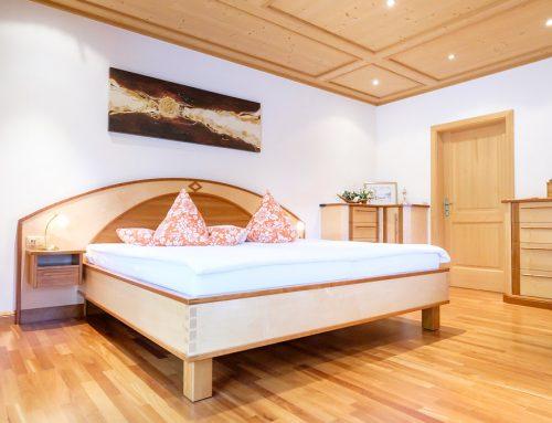 Schlafzimmer und Bad Privathaus am Tegernsee  Innenausbau im Dachgeschoß